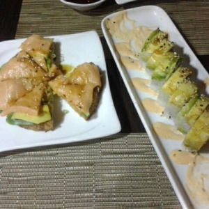 Sushi pizza y dragon roll