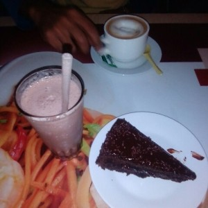 Torta de Chocolate y batido de Toddy
