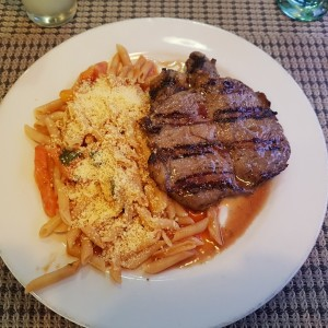bistec de solomo con pasta al filetto