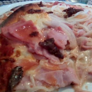pizza tropical con extra de anchoas