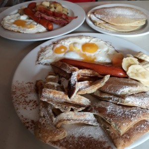 big breakfast (arriba) y mix breakfast