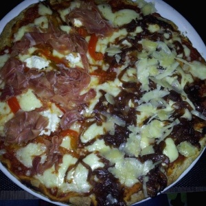 Pizza pepperonata y pizza trufada