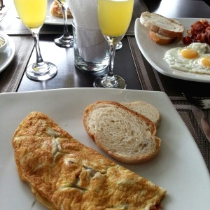 Omelete y mimosa