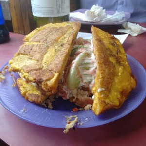 patacon mixto pernil-pollo