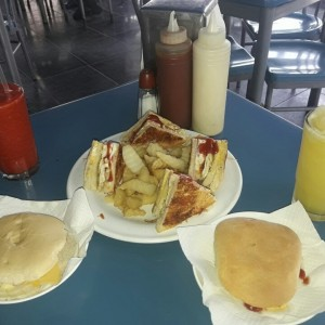 club house, batidos, hamburguesas con queso