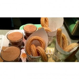 Churros con chocolate caliente