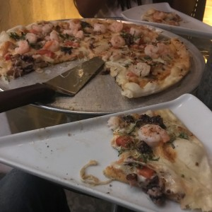 pizza con frutos del mar